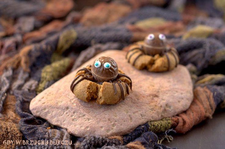 Gdy w brzuchu burczy... : Orzechowe ciastka pająki