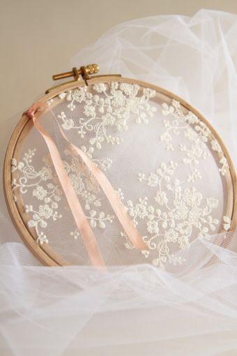 Un porte alliance pour mariage shabby chic inspiration www.blossomandco.com photographe mariage marseille aix cannes hyeres