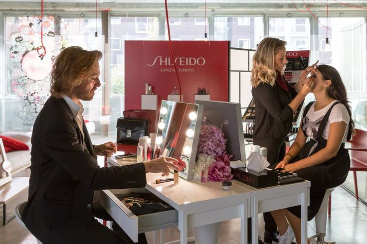 For the second year, Cantoni participated as technical sponsor to FashionCamp.it Milano 2016. Here are the gorgeous shots by Stubborn Direction showing corner touch-up for makeup and hairstyle, with board illuminated mirrors for Shiseido Italian and mobile workstations for Vaniday. #Cantonimakeupstation #vaniday #shiseido #milan #fashioncamp