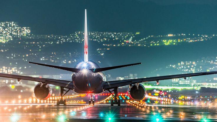 Foto del giorno Osaka, Aeroporto Internazionale del Kansai - http://www.eannunci.com/blog/foto-del-giorno-osaka-aeroporto-internazionale-del-kansai/ - #Aereo, #Aeroporto, #Luci, #Notte, #Osaka - L'aeroporto Internazionale del Kansai è stato aperto nel 1994 ed è situato su di un'isola artificiale distante 3 km dalla terraferma. Il terminal è stato progettato da Renzo Piano. L'aeroporto è collegato alla terra ferma da un ponte stradale-ferroviario.