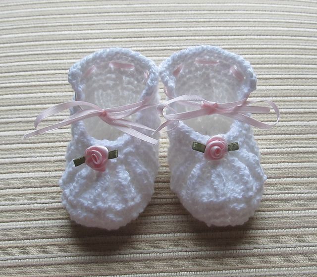Ravelry: White Knitted Shoes with Small Roses 0-3 Months pattern by Elena Chen