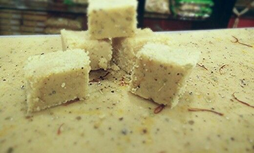 केशर मावा बर्फी ... शुद्ध भेसळमुक्त खवा .. उत्तम प्रतिचे केशर .. योग्य प्रमाणात साखर ... बिनतोड़ चव  @ Modi's... नारायण पेढेवाले...   चव चाखायला जरूर या