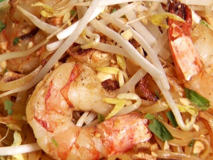 Kuay Tiaw Pad Thai recipe from Throwdown with Bobby Flay via Food Network