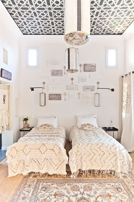 Muted MoroccanDecor, Guest Bedrooms, Moroccan Wedding, Ceilings Details, Interiors, Moroccan Style, Twin Beds, Blankets, Guest Rooms