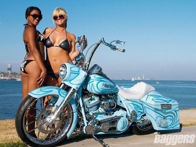 Que Paso? What Bling?! – 2004 Harley-Davidson Road King #harleydavidsonroadkinggirls #harleydavidsongirlstattoos