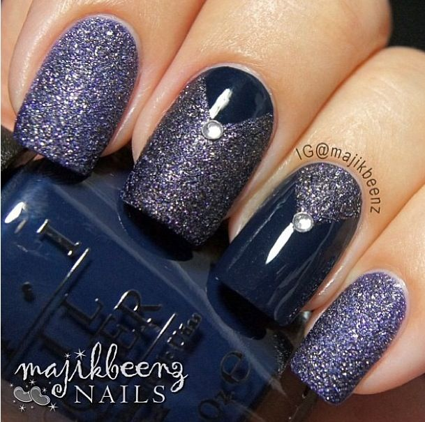 Navy nails by @majikbeenz