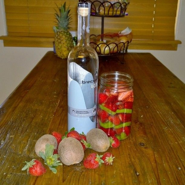 #InfusedVodka: #strawberry #kiwi #vodka. Dark place for one week. Mix with #SimpleSyrup to make the #Best #martini! #bar #distilleries #distillery #bourbon #whiskey #gin #tequila #beer #wine #winery #strawberrykiwi #masonjar #booze #drinks #mixology...