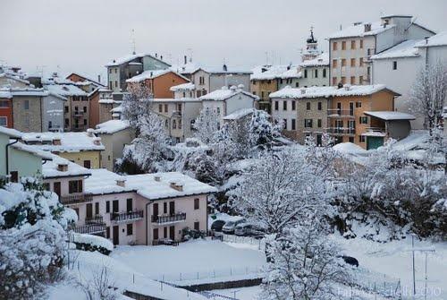 Bosco Chiesanuova in Verona, Italy.   A magic town under the snow...