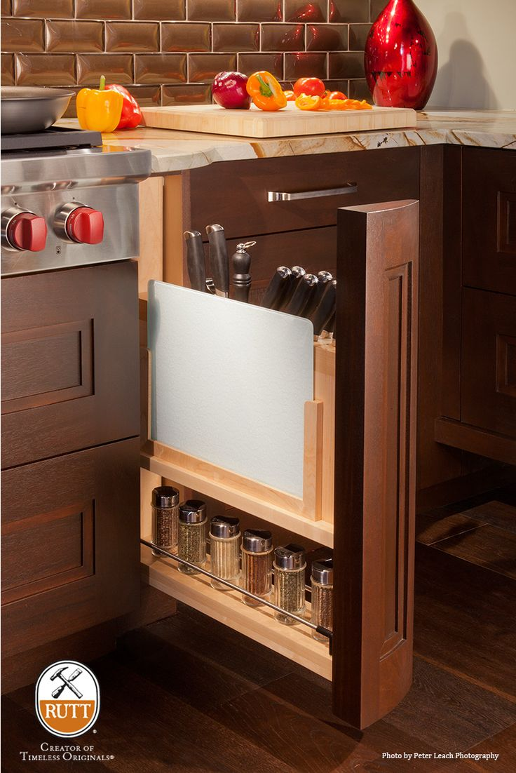 Base Knife Storage Pullout Column ~ Photo: Peter Leach Photography