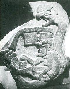 Estela olmeca representando un personaje, posiblemente un sacerdote, acompañado de una divinidad serpiente emplumada; tal vez es una versión primitiva de quien  posteriormente será venerado como  Quetzalcoatl. Período Preclásico. Olmecas, Culturas del Golfo. La Venta,  Tabasco, México. mcba.