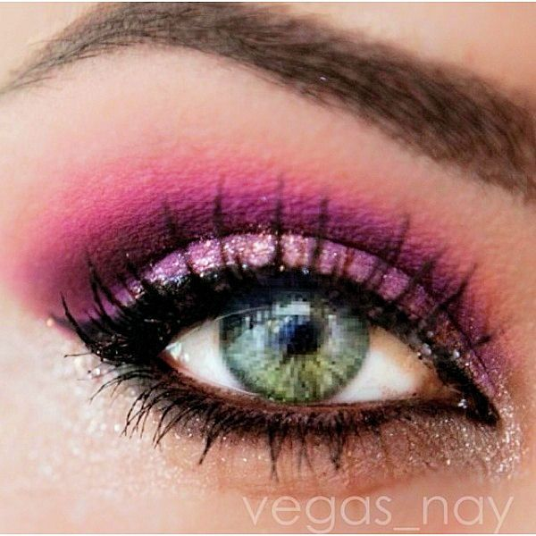 purple makeup blue eye