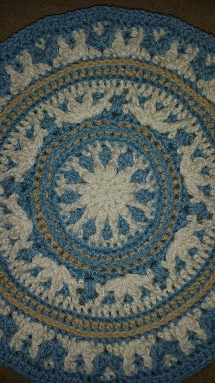 Atlanticus CAL Pattern design by Vanessa Smith Fishcake. Caroline Stefanie is making this blanket using Caron One Pound in Azure, Off White and Lace.
