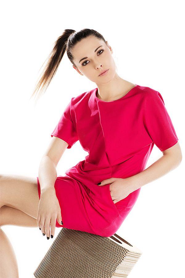 Różowa dzianinowa sukienka midi. Pink knitwear midi dress.