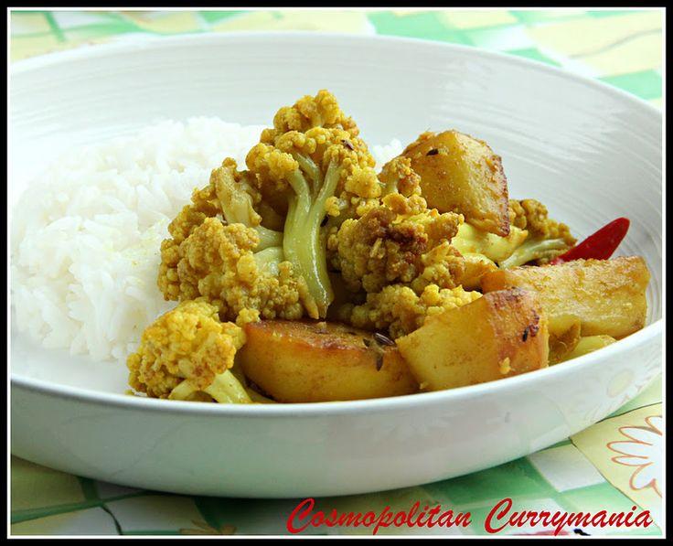 Alu-Phulkopir Torkari (Potato-Cauliflower Curry)
