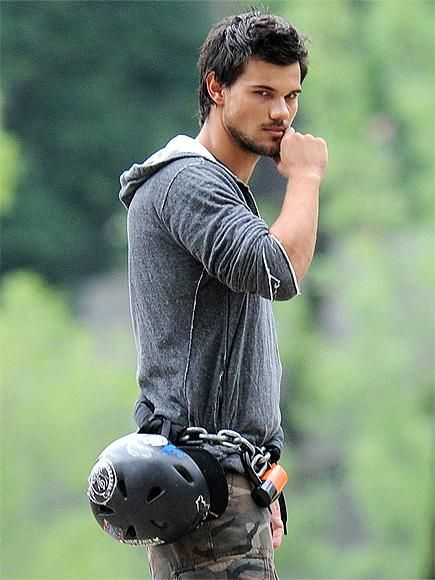 """Or should we say """"The Smolder""""? Taylor Lautner lets his eyes do the talking on the N.Y.C. set of his new action flick, Tracers. http://www.people.com/people/gallery/0,,20710430,00.html#21348870"""