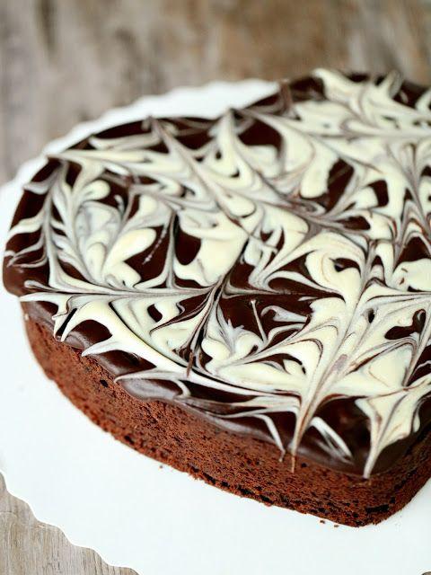 Suklaapossu: Mielettömän mehevä piparminttu-suklaakakku