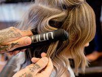 Must-Do Montags: Promis lieben dieses moderne Update für gekräuseltes Haar für einen lebendigen Look