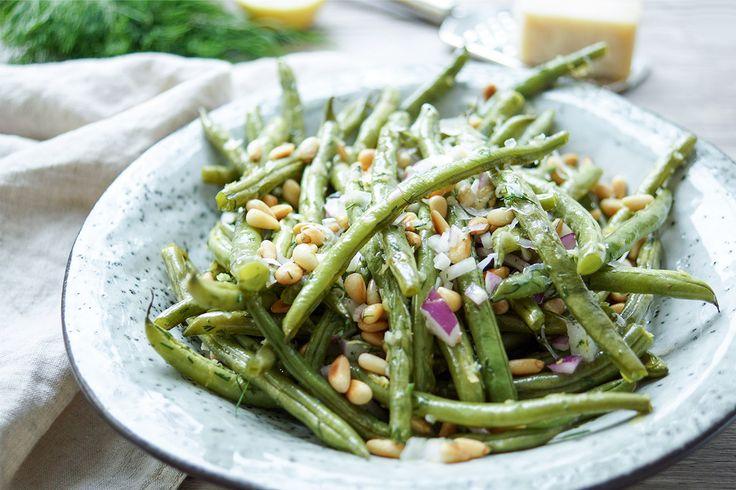Geröstete grüne Bohnen mit Zitrone, Dill, Pinienkerne und Parmesankäse, ein einfaches und gesundes Rezept, Vegetarisch. Rezept für geröstete grüne Bohnen mit Zitrone, Dill und Pinienkernen. Einfache Gesunde Rezepte - Elle Republic