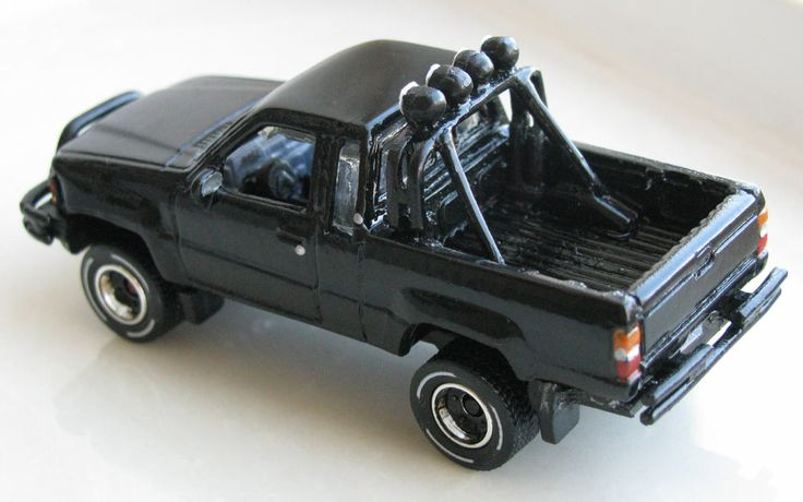 Back To The Future 1987 toyota pickup truck xtra cab marty mcfly's truck 1:64 scale diecast set ...
