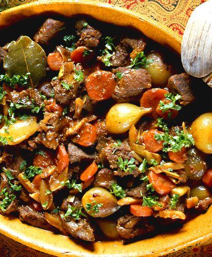 Viltkött är lyx för de flesta, den här grytan är ett bra sätt att ta tillvara på köttet så att smakerna verkligen kommer till sin rätt.