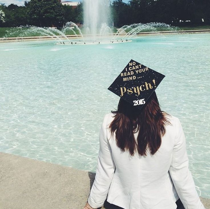 Graduation pictures at the Reflecting Pond. #UCF Psychology major #UCFGrad (@katievlopez on Instagram)