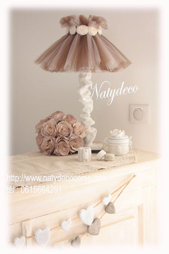 Abat jour en tulle uniquement couleur taupe et chocolat lavable et démontable  couronne de fleurs en voile de lin blanc cassé Matière : tulle démontable et lavable vente sur http://www.natydecocorse.com