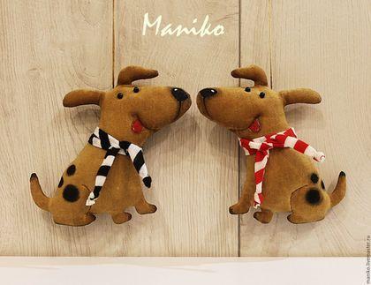 Купить или заказать Собаки кофейные в интернет-магазине на Ярмарке Мастеров. Пёсики сшиты из хлопка и тонированы кофе. Симпатичные, весёлые, задорные, - они просто призваны улучшать настроение, вызывать улыбку и веселить всяк взглянувшего на них. Прекрасный сувенир - подвеска в машину, елочная игрушка или просто интерьерная игрушечка. Собака - символ 2018 года! Цена указана за 1 штуку.