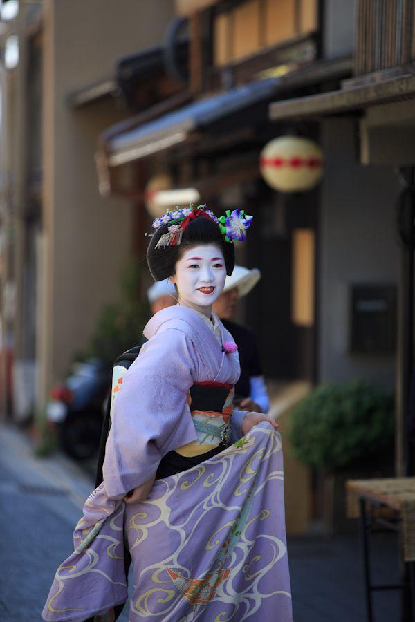 Maiko In Kyoto Lovely Lavender Hikizuri Kimono And