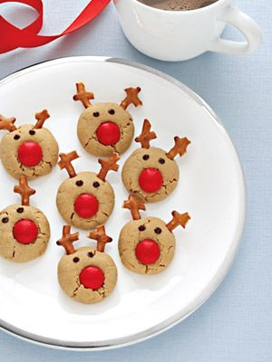 Candy coated chocolate, pretzels, and chocolate chips turn these peanut butter cookies into Santa's reindeer