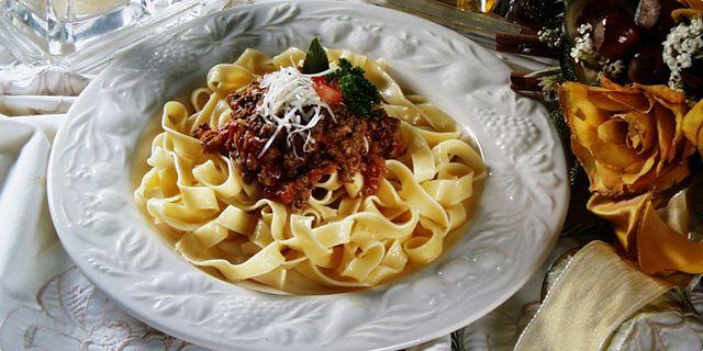 Těstoviny s ragú alla bolognese. Recepty — Podravka | S Podravkou chutná lépe