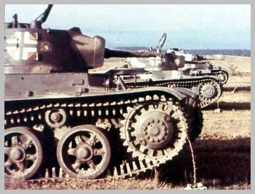 Here is an original WW2 color photo showing the red, white, and green Hungarian roundel/insignia of 1942, soon to be changed to a black cross in a white background. Hungarian Toldi Tanks