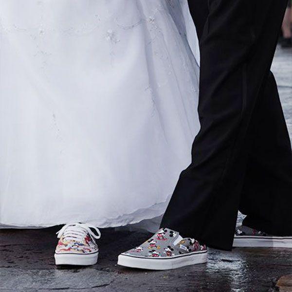 Tocuri inalte, tocuri joase, platforme, pantofi deschisi, pantofi inchisi, sandale, tenesi, balerini, cizme de vara? Da, pantofii cu toc nu sunt singura optiune pentru o mireasa. Eleganta data de clasicul toc poate fi pastrata si cu o alta alegere de incaltaminte. Daca iei in considerare o zi intreaga plus o noapte de distractie, nici cea …