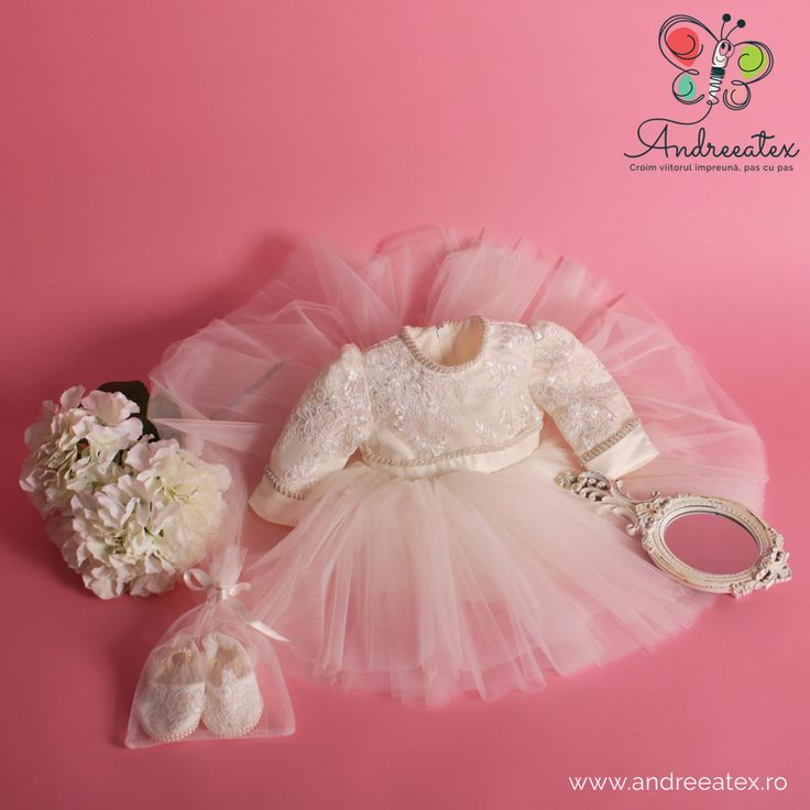 Rochie botez fete Christening gowns and dresses for babies made with love in Romania. Baby clothing, baby fashion, baptism dresses.