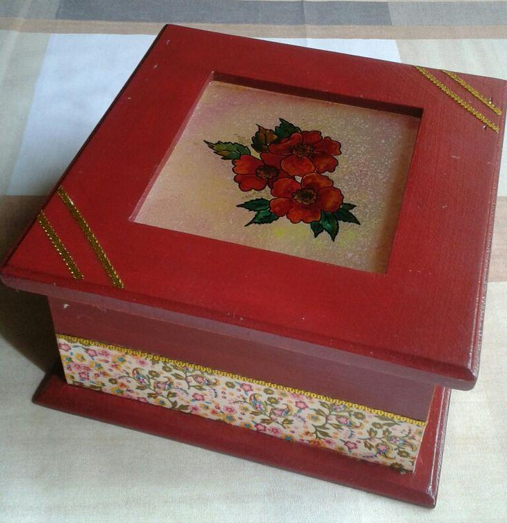 Cajas para te con vidrio pintado con lacas