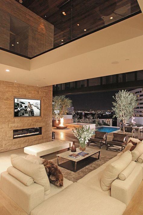 Me encanta la idea de una sala que se pueda integrar a la terraza con puertas de vidrio deslizante. En mi caso seria jardin, no alberca, pero me gusta el diseño.