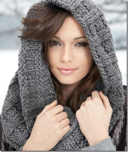 Christmas in July :: Start knitting for gifts !!! How about this luxurious infinity scarf ??!!!  It's a free knitting pattern.