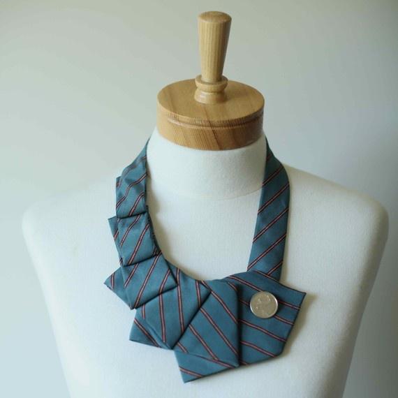 DIY                                                                  tie necklace