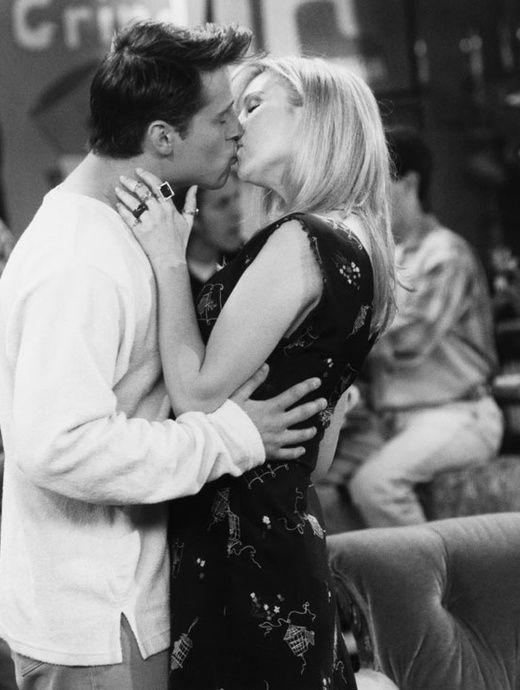 Interviewés par le magazine People, Matt LeBlanc et Lisa Kudrow ont enfin répondu à la question que tous les fans de la première heure se posent encore : pourquoi Phoebe et Joey ne sont jamais sortis ensemble?
