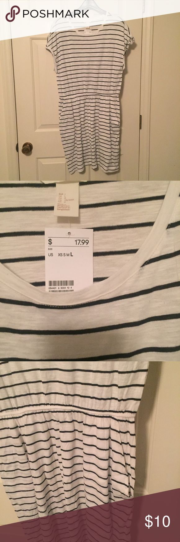 Casual Dress w/ Pockets Off white/Navy striped dress with pockets. Comfy. Casual. NWT. H&M Dresses Mini