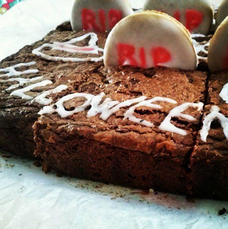 """#Halloween  si avvicina e come da tradizione #Lucia's #food ogni anno prepara questo #dolce mostruosamente cioccolatoso : """"Il cimitero delle #streghe"""" a base di #brawnies !! Vediamo insieme come prepararlo… #ricette #sweet http://www.design4u.it/2015/10/30/lucias-food-halloween/"""