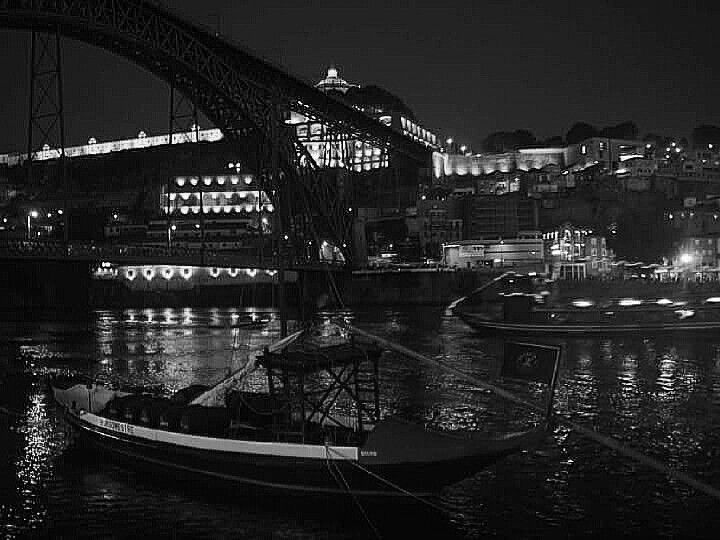 B&W - happy day of photography - (Porto / Gaia - Don Luiz Bridge - Douro River - Boat Rebelo)