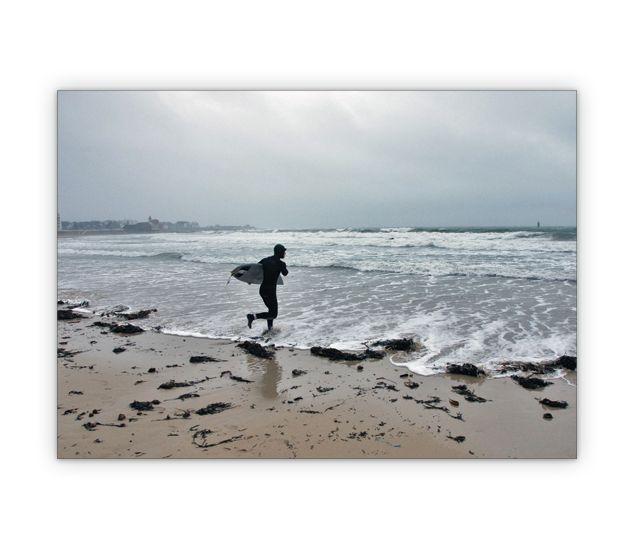 Surf Foto Grußkarte vom Atlantik - http://www.1agrusskarten.de/shop/surf-foto-gruskarte-vom-atlantik/    00011_0_508, Atlantik, Bretagne, Foto, Fotokunst, Grußkarte, Jahreszeiten, Klappkarte, Meer, Reise, Sommer, Surfen, Surfer, Welle00011_0_508, Atlantik, Bretagne, Foto, Fotokunst, Grußkarte, Jahreszeiten, Klappkarte, Meer, Reise, Sommer, Surfen, Surfer, Welle