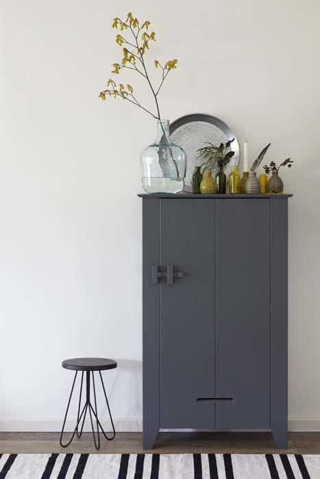 KARWEI | Met enkele gekleurde accessoires creëer je direct een andere look in je kamer #wooninspiratie #woonkamer #karwei