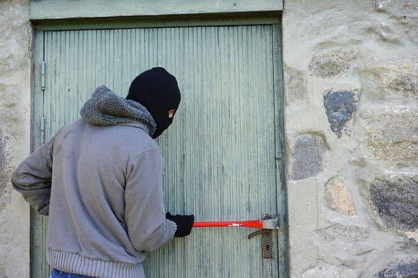 Antifurto casa fai da te. Come proteggere casa e l'appartamento con sistemi antifurto passivo, per rendere difficile la vita ai ladri.