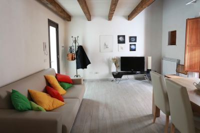 Appartamento ristrutturato sito in Vicolo Carini (di fronte la cattedrale) in palazzina di 2 piani c...