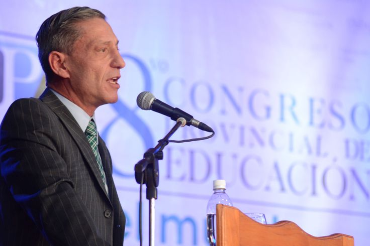 """Arcioni: """"Das Neves hizo en educación lo que muy pocos han hecho a lo largo de la historia"""""""