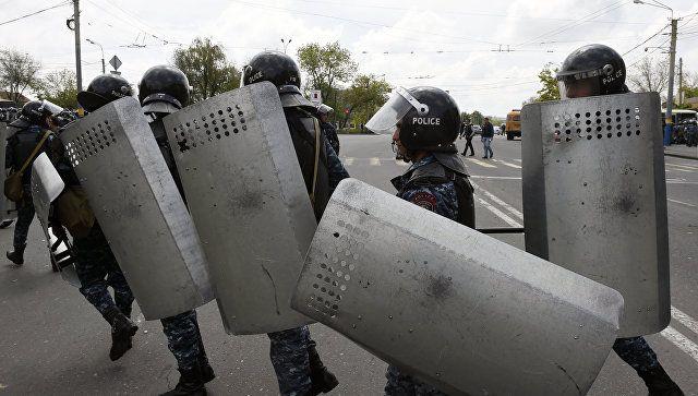 Το Κουτσαβάκι: Εννέα θύματα σε αψιμαχίες στο Ερεβάν παραμένουν στ...