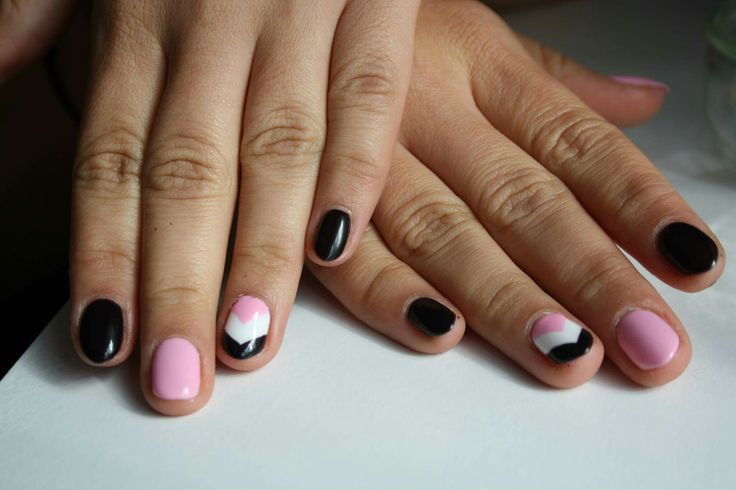 Semilac 003 sweet pink with 077 brown black and 001 strong white in simple stripes