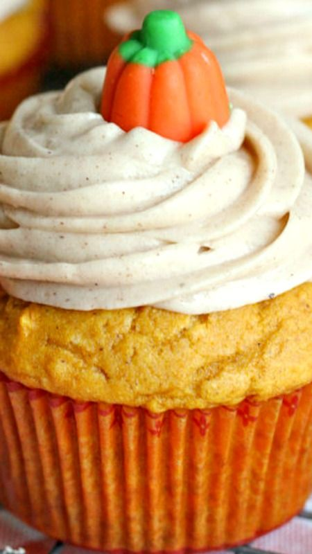 Delicious Pumpkin Cupcakes with Cinnamon Cream Cheese Frosting Recipe