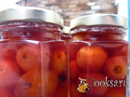 Консервированные яблоки в собственном соку на зиму Обычно фрукты в собственном соку или в сахарном сиропе на зиму можно закатать очень просто – в таких рецептах используется лишь вода, сахар да собственно фрукты. А в состав этого рецепта мы включили яблочный уксус – благодаря которому готовые консервированные яблочки обладают необычным кисловато-сладким вкусом и храниться могут очень долго. Чтобы готовая домашняя закатка на зиму получилась не только вкусной, но и ароматной, добавляем по…